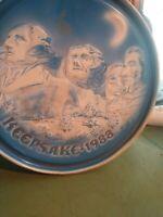 1988 Blue Keepsake  Fruitcake   Mount Rushmore Tin A38