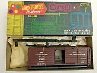 HO scale Roundhouse Milwaukee Hiawatha 40' ribbed  box car Vintage Rare