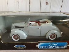 Road Signature 1937 Ford Deluxe Convertible 1:18 Scale Diecast Model Car Gray