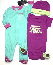 Nike Bebé Niña 4Pc Conjunto de Regalo: Mono, Mono/Mono, Tapa & Botines, 0-6 meses