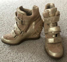 Guess Tan Suede Leather Hiker Ankle Boots Booties Wedges 8 M Studded Spikes Gold