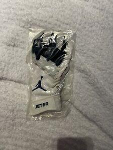 Derek Jeter Game Used Worn MLB Batting Glove Authenticated.