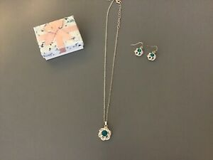 NEW AVON AQUA BLUE  NECKLACE AND EARRINGS SET IN GIFT BOX