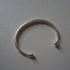 Bracelet modèle 'jonc', en plaqué argent sterling 925 rhodié, ciselé, neuf