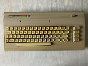 Commodore C64 + Disk Drive 1541 + 30 Software Discs + Cables + Manual + recapped