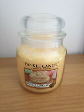Yankee Candle Vanilla Cupcake Medium Jar NEW