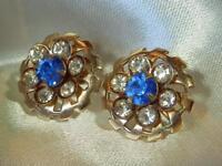 Pretty Vintage 40's White & Blue Rhinestone Gold Tone Screw Back Earrings  356J9
