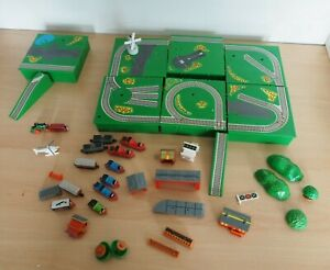 ERTL  Dyersville Iowa USA  Plastic Track & Miniature Trains and Figures etc.