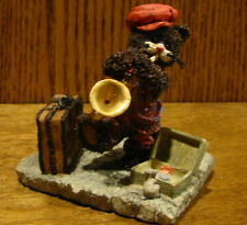 """Ganz Cottage Resin Figurine by Lorraine Chien, #CC2052 BLOWING THE BLUES, 3.5"""""""