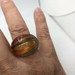 BEAUTIFUL GLASS RING WITH SHIMMERY GOLD, ORANGE, RED AND GREEN SIZE 8.5