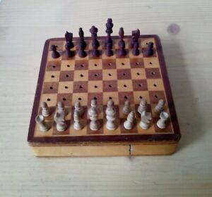 Altes Reise Schachspiel aus Holz - antik -