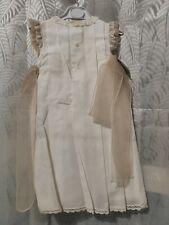Mantilla Creaciones Charo, modelo 291 Batista de color beig/Camel Talla 1