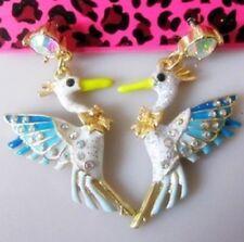 E502 BETSEY JOHNSON Hawaiian Tropical Island Bird Sea Gull Gemstone Earrings UK