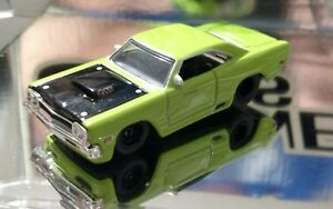 69 PLYMOUTH ROAD RUNNER 440 1/64 ADULT COLLECTIBLE LIMITED EDITION MUSCLE CAR