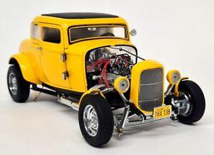 Frankli Mint 1/24 Scale - American Graffiti Deuce Coupe Yellow Diecast Model Car
