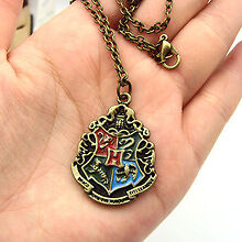 Brand new Harry Potter HOGWARTS School Crest Necklace with Chain