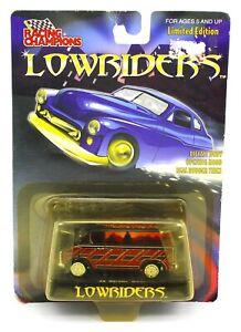 1:64 RACING CHAMPIONS *LOWRIDERS* 1975 Chevy Van *NIP*