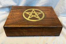 Talladas a Mano De Madera Caja de almacenamiento de tarjeta de Tarot-latón incrustación de Tapa-Nuevo Y En Caja Pentagrama