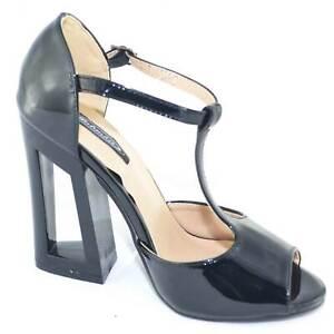 sandalo tacco aperto in vernice nero lucida con tacco largo e cinturino glamour
