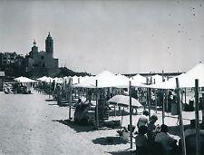 SITGES c. 1950 -  La Plage L'Église Tentes de Plage Catalogne Espagne - Div 5307