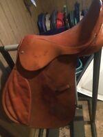 """USED 16"""" English Jump Saddle"""