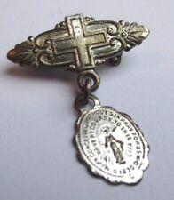 Ancienne broche miniature pampille médaille religieuse couleur argent croix 1698