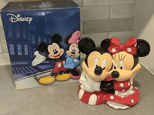 MICKEY & MINNIE MOUSE HUGGING Westland Cookie Jar Disney InspEARations #19531