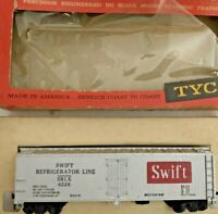 HO scale Tyco  Swift refridgerator  Box Car  SRLX 4226  Vintage