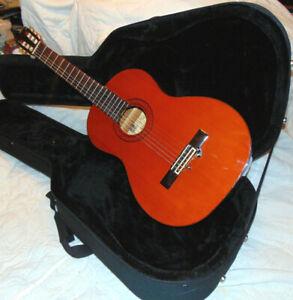Alvarez AC60S Classical Acoustic Guitar & Case