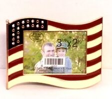 USA American Flag Waving Picture Frame 3-D Military Patriotic Photo 3.5x2.5 in