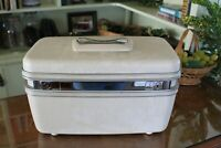 Samsonite Silhouette Locking Hard Side Ivory Train Case with Key
