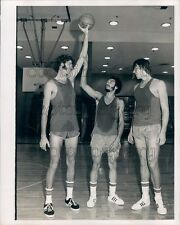 1972 Sweaty NY Knicks Basketball Player J Gianelli H Bibby T Riker Press Photo