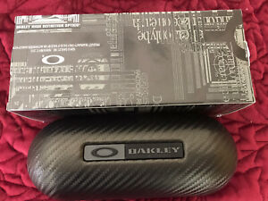 Oakley Carbon Fiber Hard sunglasses large Case W Cleaning Cloth And Dust Bag.