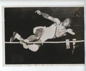 1936 ORIGINAL AFRICAN AMERICAN HIGH JUMP RECORD EDWARD BURKE PHOTO VINTAGE a