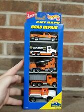 HOT WHEELS - Gift Pack - Road Repair Trucks - 1:64 - NEW - Great Condition