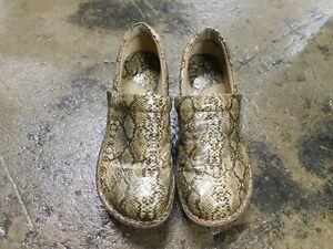 BOC Born Nurse Doctor Health Shoes Clogs Slip On Comfort Brown Snakeskin sz 6.5