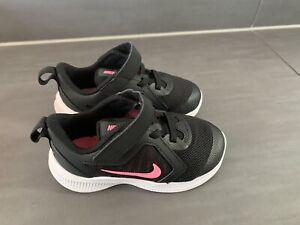 Mädchen Nike Schuhe, Gr. 23,5