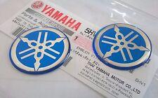 2 x Yamaha 100 Genuine 30mm Diapason Bleu / Argent Autocollant Emblème Badge