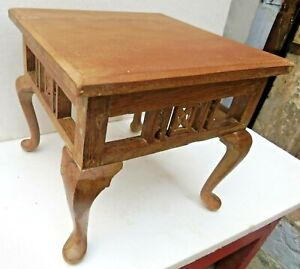 Antique wooden table Small Occasional  /Coffee / Display stand Queen Anne legs