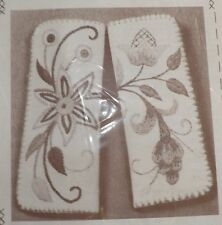 Vintage Crewel Embroidery Kit KC703 Eyeglass Case Gold Wool Natural Linen NIP