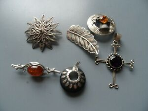 NICE JOB LOT VINTAGE COSTUME JEWELLERY BROOCHES PENDANTS SOME STAMPED 925