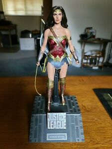 Hot Toys Justice League Wonder Woman MMS 451 Deluxe Version 1/6 Scale