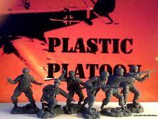 NEW!! PLASTIC PLATOON,GERMAN Fallschirmjägers set1,rubber plastic soldiers 1:32