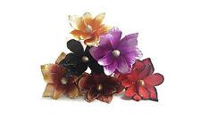 Fiori e piante finte multicolore per la decorazione della casa