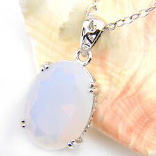 Gorgeous Jewelry Oval Shaped Rainbow Moononst Gemstone Silver Necklace Pendants