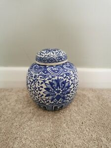 Vintage Blue & White Decorative Chinoiserie Chinese Ginger Jar With Lid Small