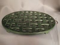 """Cast-iron Gre Enameled Footed Trivet- Oval w/ Wall Hanger Ring 7-1/2"""" x 11-3/4"""""""