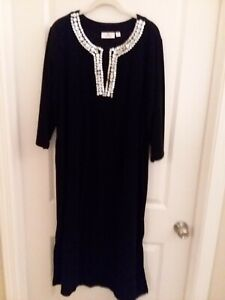 QUACKER FACTORY Black Terry Cloth Neck Buttons Nightgown Robe Size 1X