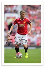 Bastian Schweinsteiger Manchester United firmó autógrafos Foto De Fútbol