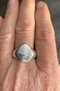 Vintage Solid Sterling Silver Signet Dress Ring. Hallmarked Sheffield 1981.
